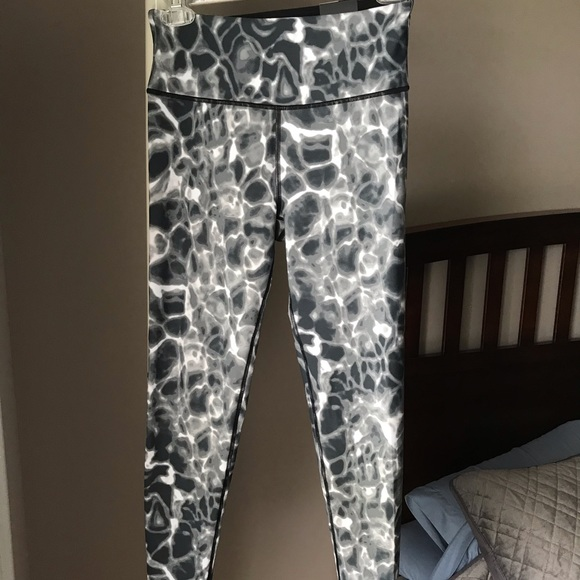 Victoria's Secret Pants - Victoria Sport Leggings